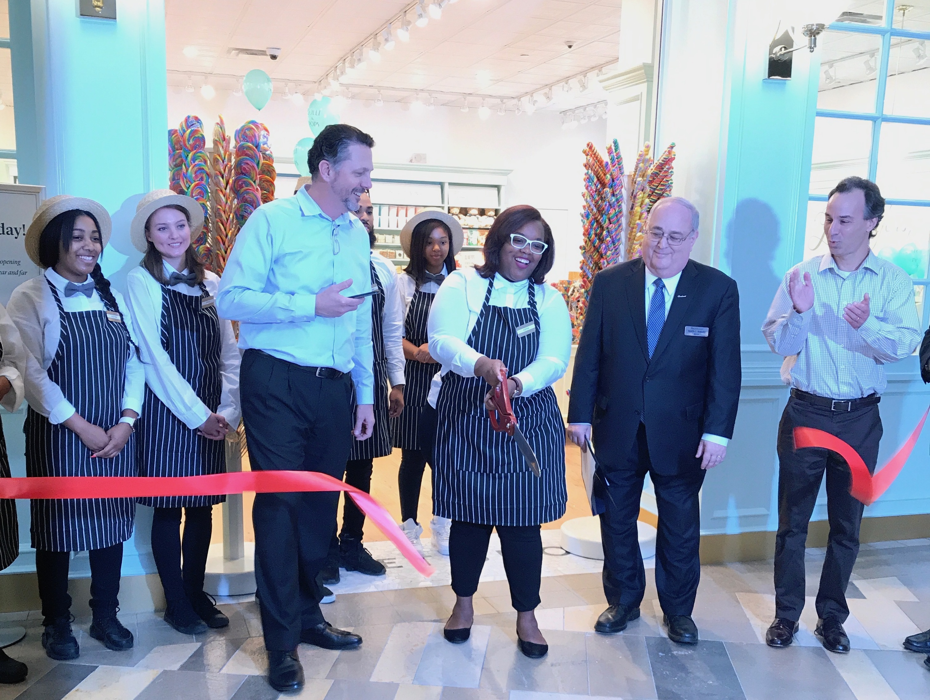 Ribbon cutting ceremony at Lolly and Pops